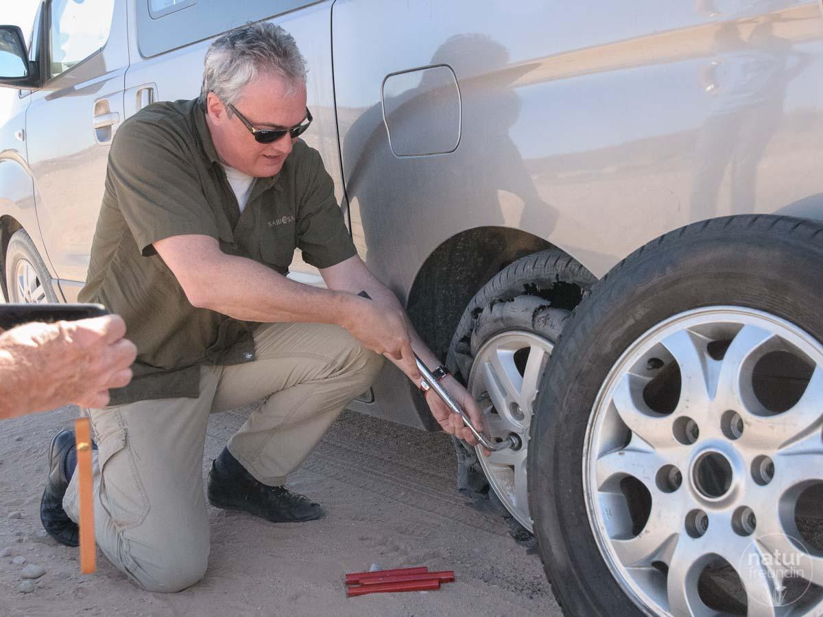 Robert hat zwar zuletzt in seiner Jugend Reifen gewechselt, bekam das allerdings seriös hin.